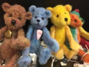 Bonnie Somdahl Needlefelted Love Bears