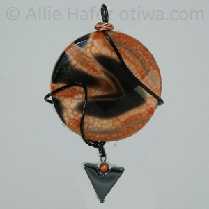Agate, hematite, aluminum, copper wire. Reversible